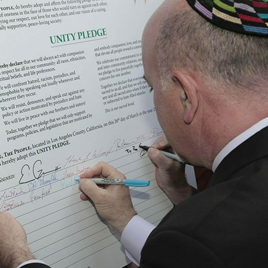 Rabbi Paul Kipnes from Congregation Or Ami signs the Unity Pledge